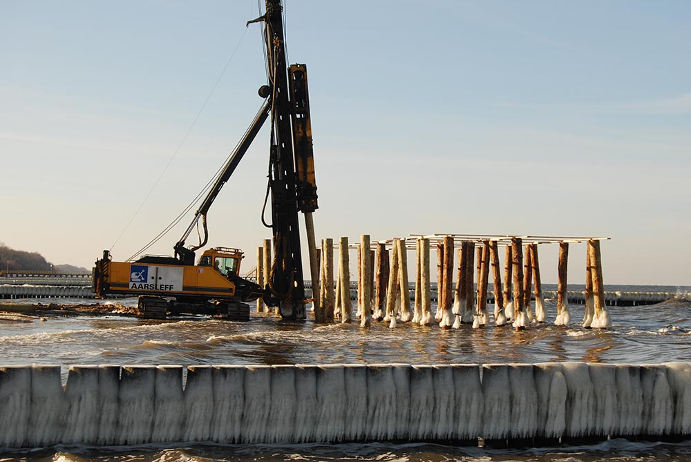 Piling timber piles timber piles uk piling for Wood piling foundation
